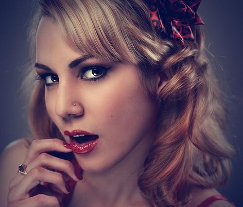 あごのたるみの原因は、便利なあのグッズや食生活も関係しているかも。